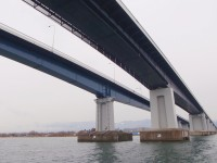 Lower_side_in_Biwako-Ohashi_Bridge_201102