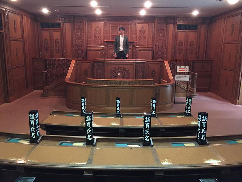国会議事堂の本会議場がリアルに再現されています