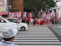 (練り歩きと言われる沖縄独自の選挙アピール)