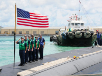 (USS Houston arrives in Guam Flickr US Government worksより)