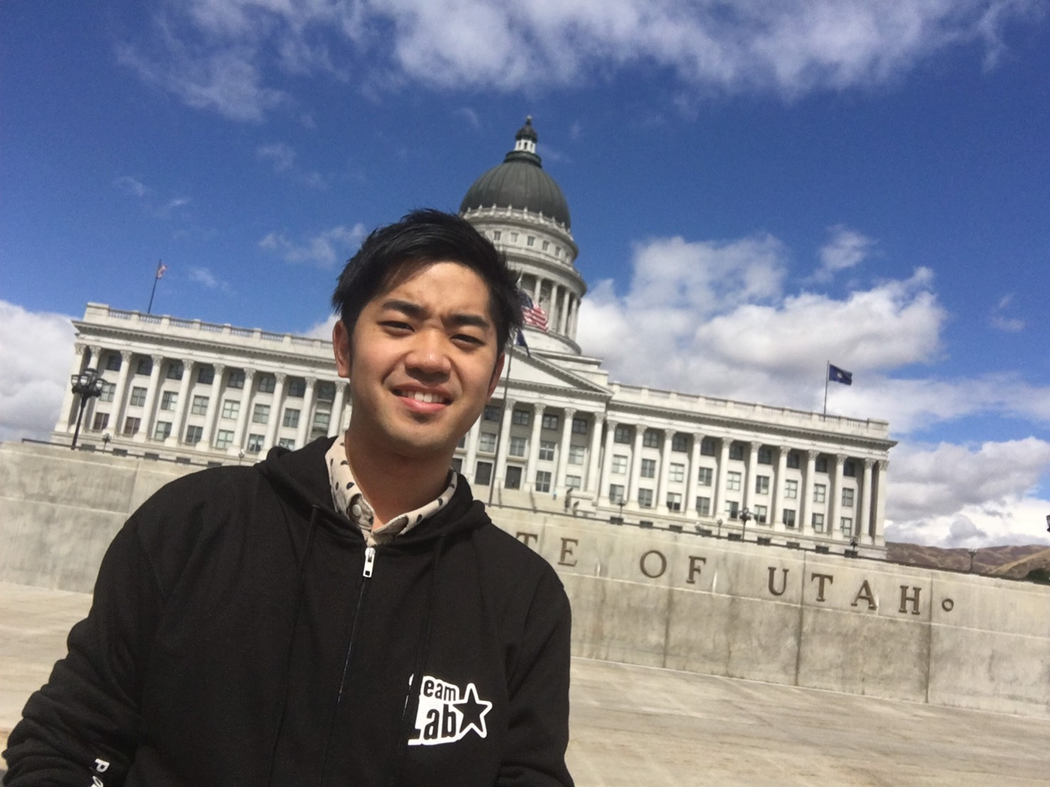 (後ろに写っているのはユタ州の議事堂です)