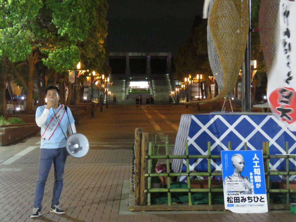 (街頭演説を行う松田候補)